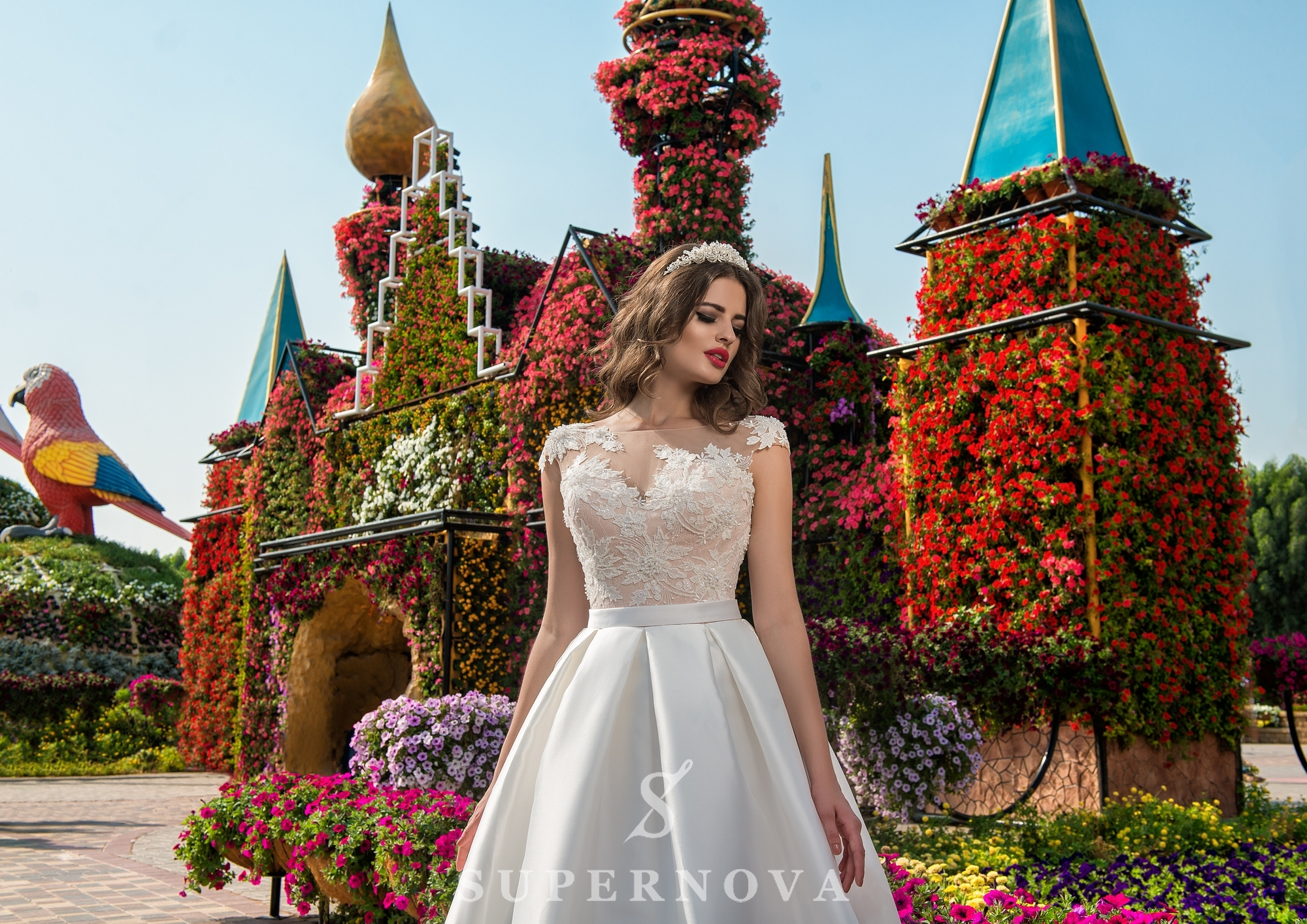Wedding dress with appliques-1