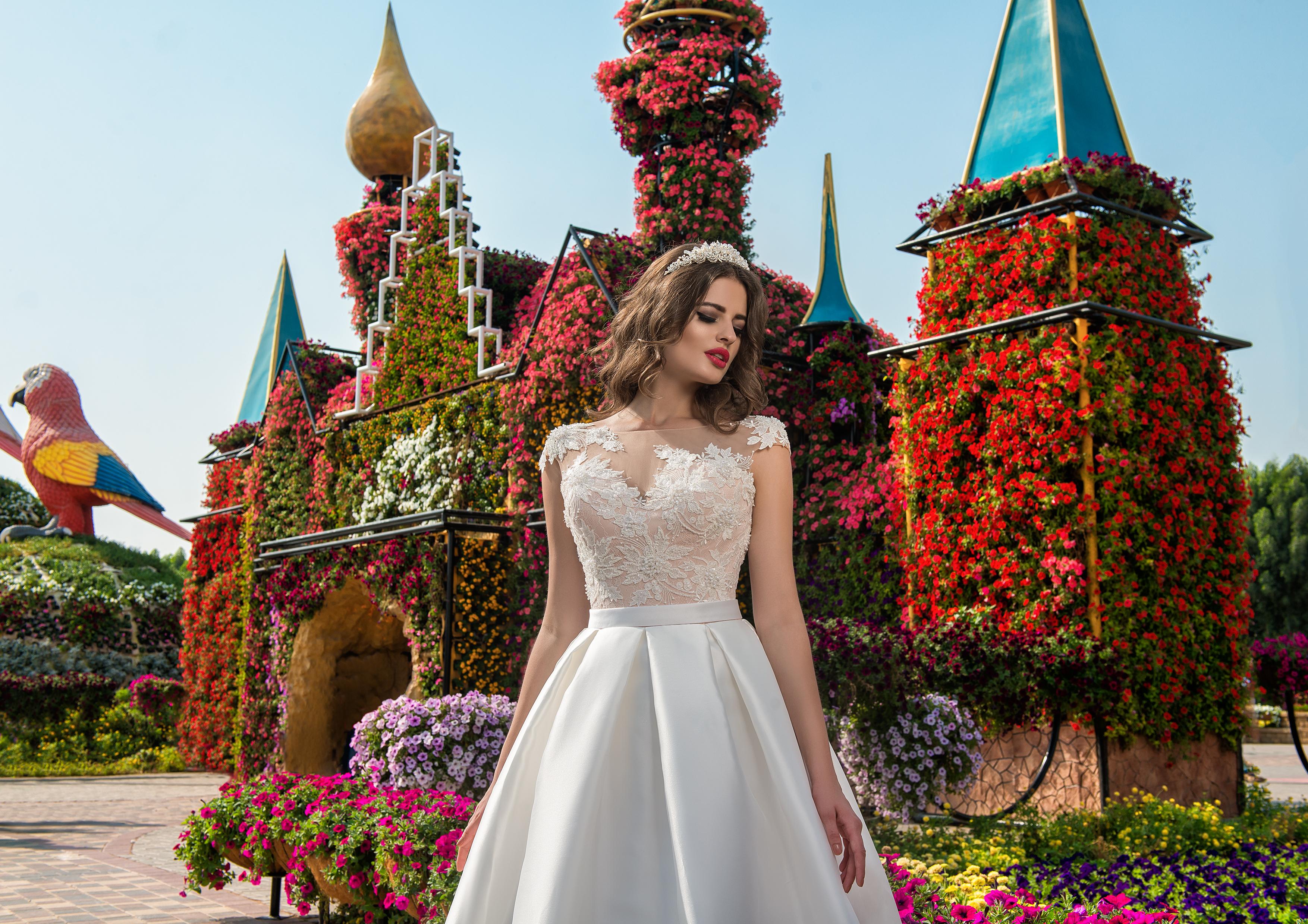 Весільна сукня з аплікаціями-1