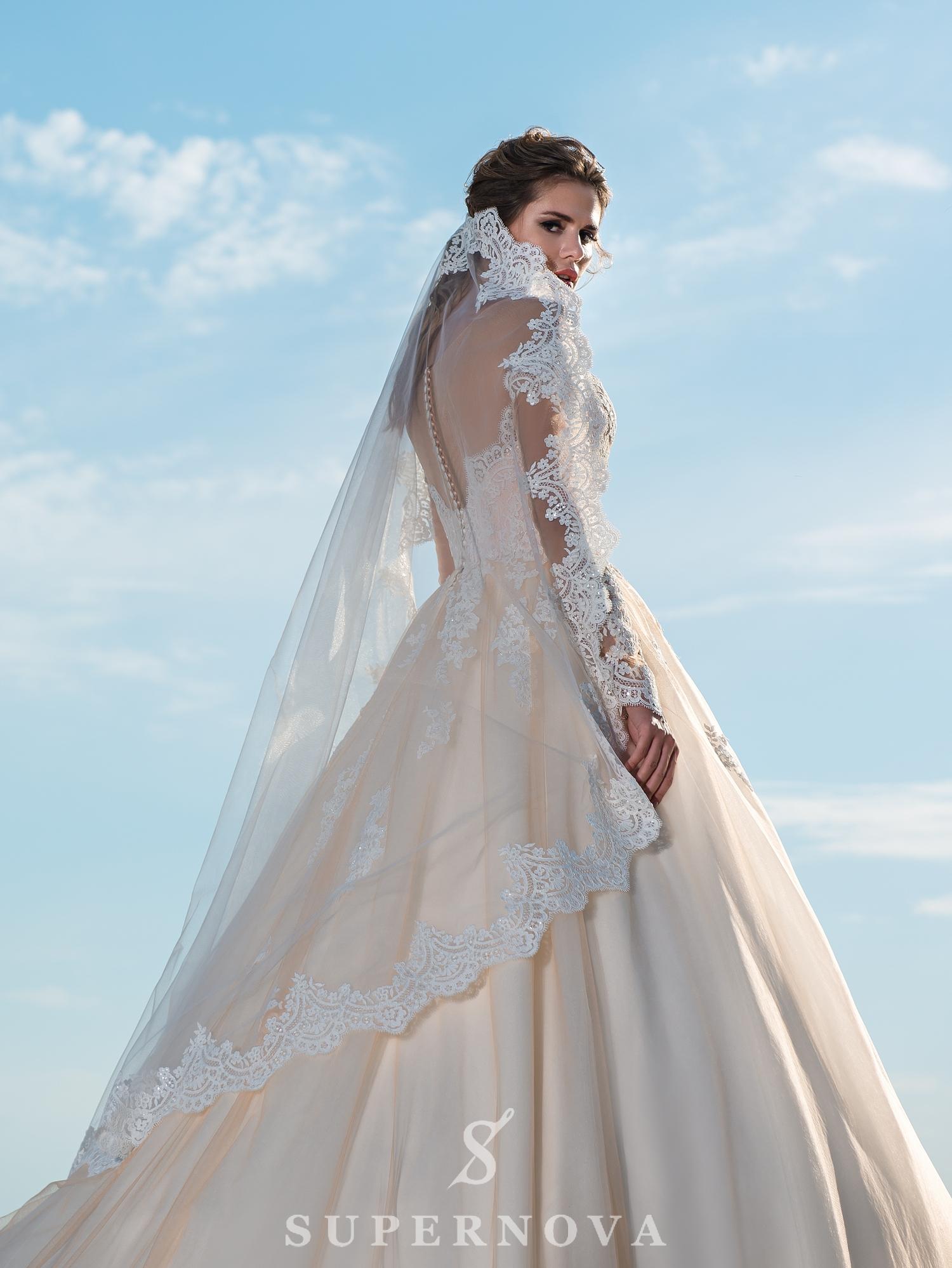 Весільна сукня карамельного кольору з довгими рукавами-1