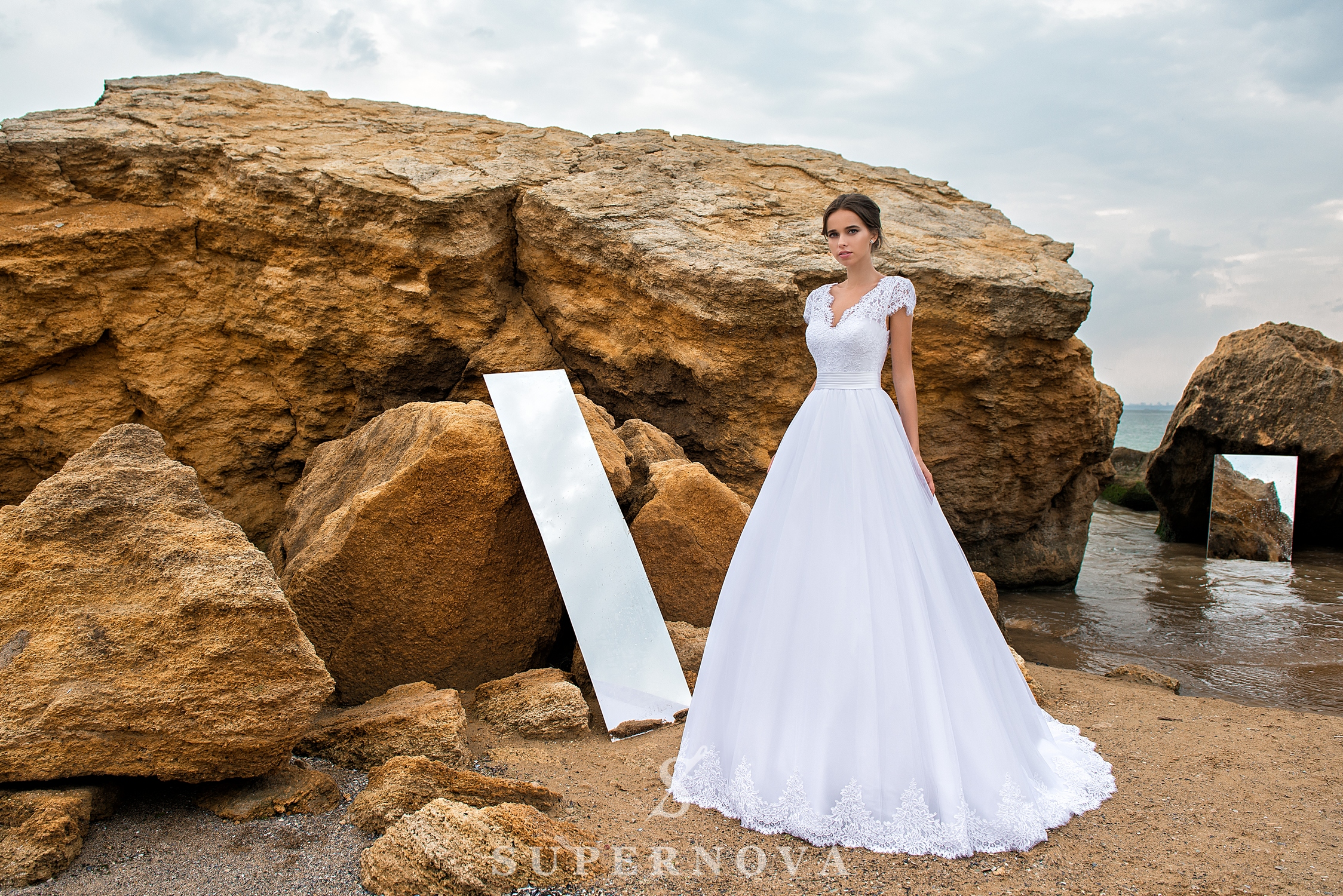 Wedding dress of lace with a cord-1