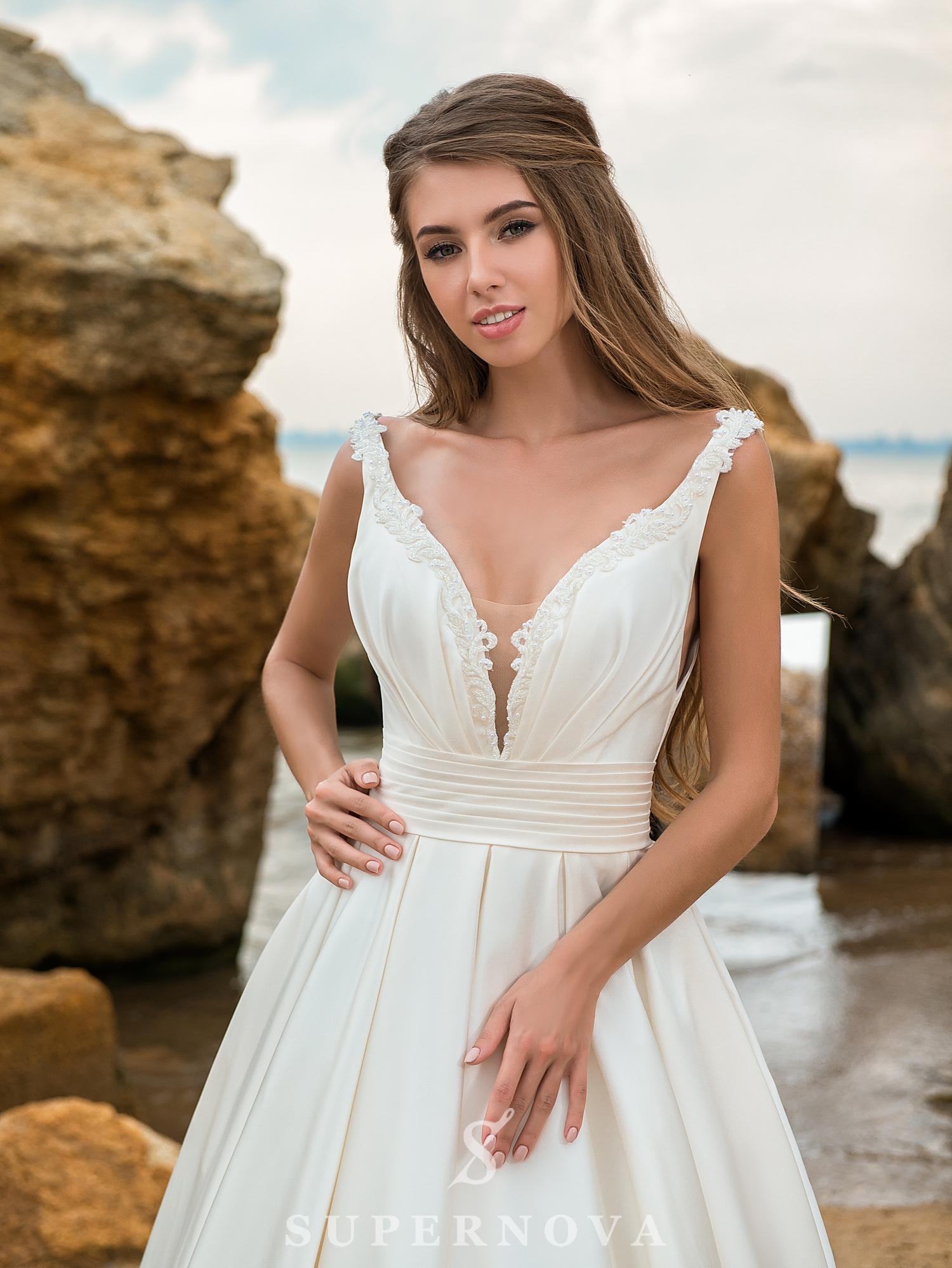 Cвадебное платье c юбкой-шлейф-1