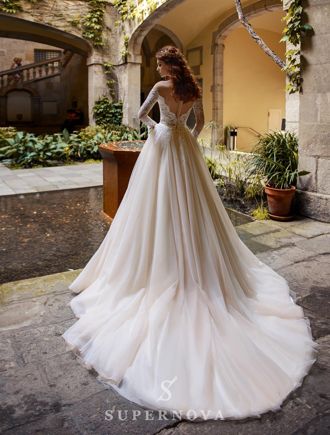 Свадебное платье с длинными рукавами и открытыми плечами от SuperNova оптом-1
