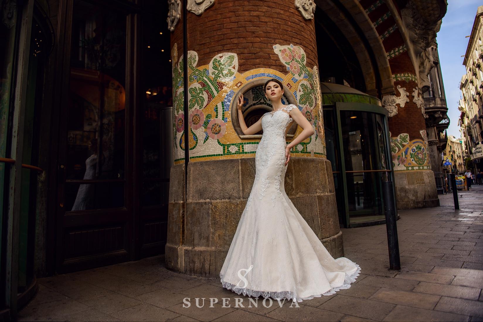 Весільна сукня силуету «годе» кольору
