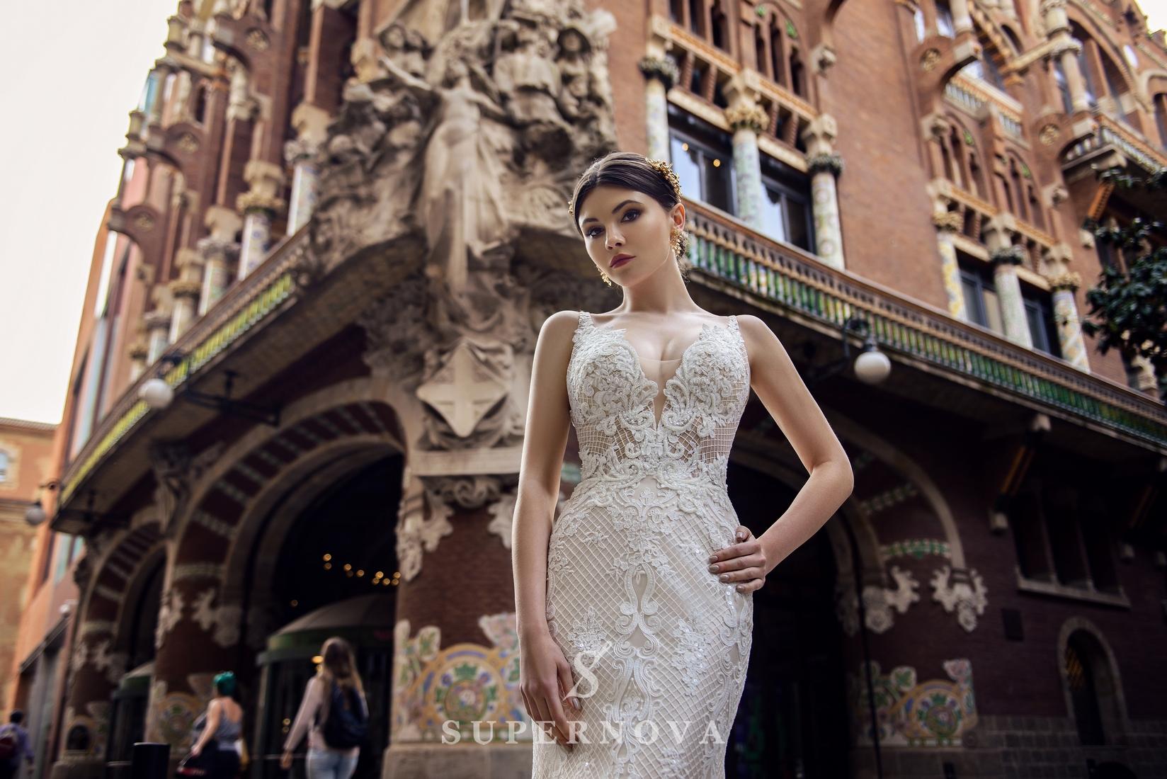 Свадебное платье силуэта «годе» на бретелях со шлейфом-1