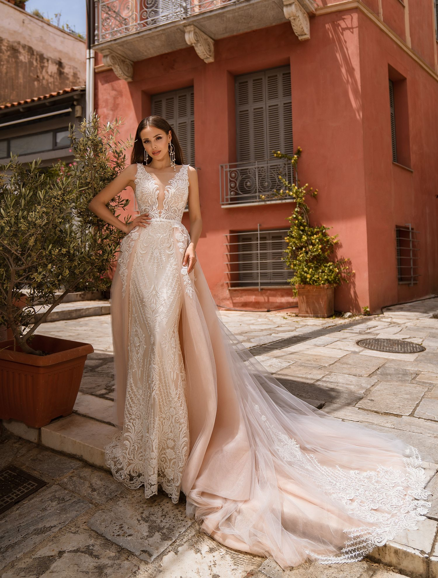 Wedding dress with low-cut neckline wholesale from manufacturer Supernova-1