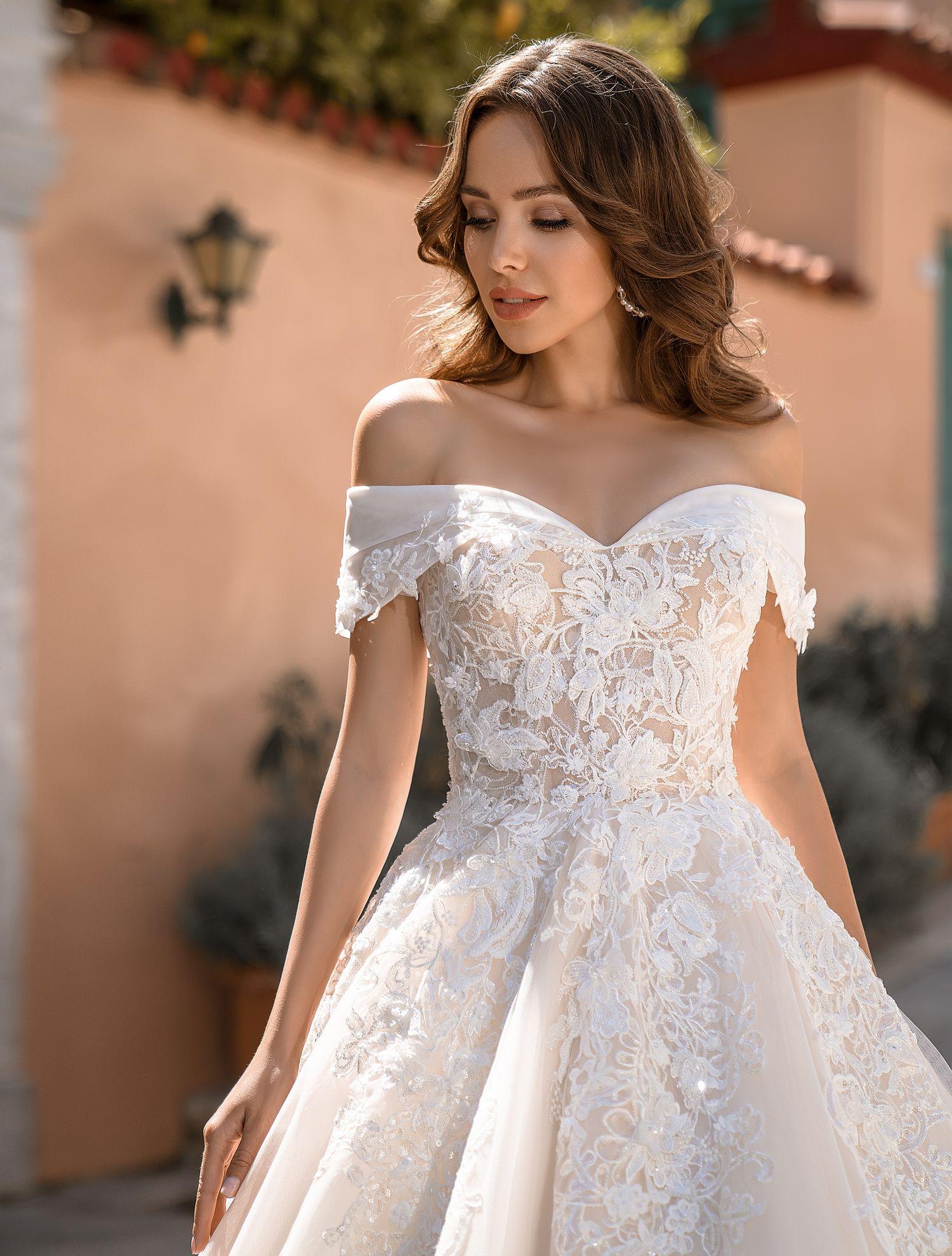 Rochie de mireasa luxuriant clasic