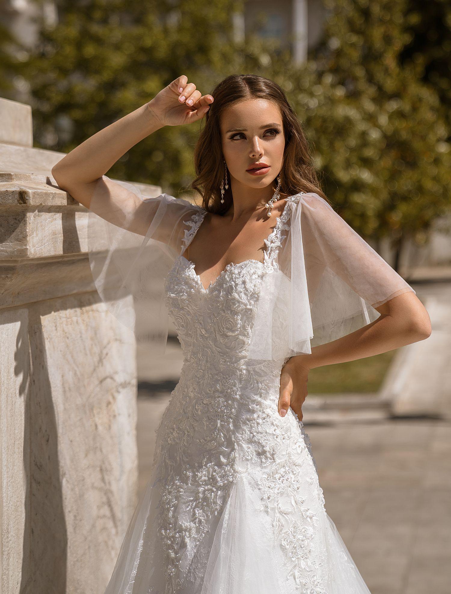 Свадебное платье классического «А»-силуэта со шлейфом от ТМ Supernova оптом-1