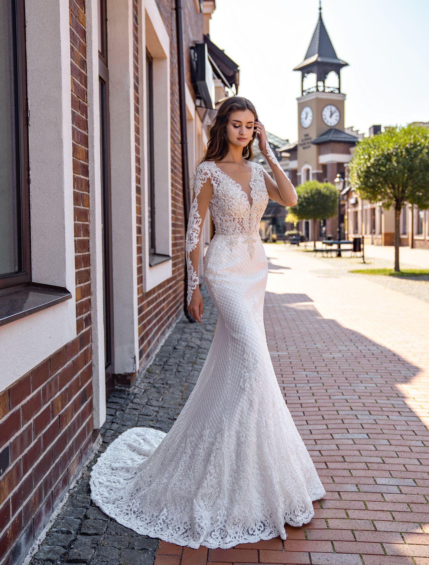 Form-fitted guipure wedding dress wholesale from Supernova-1