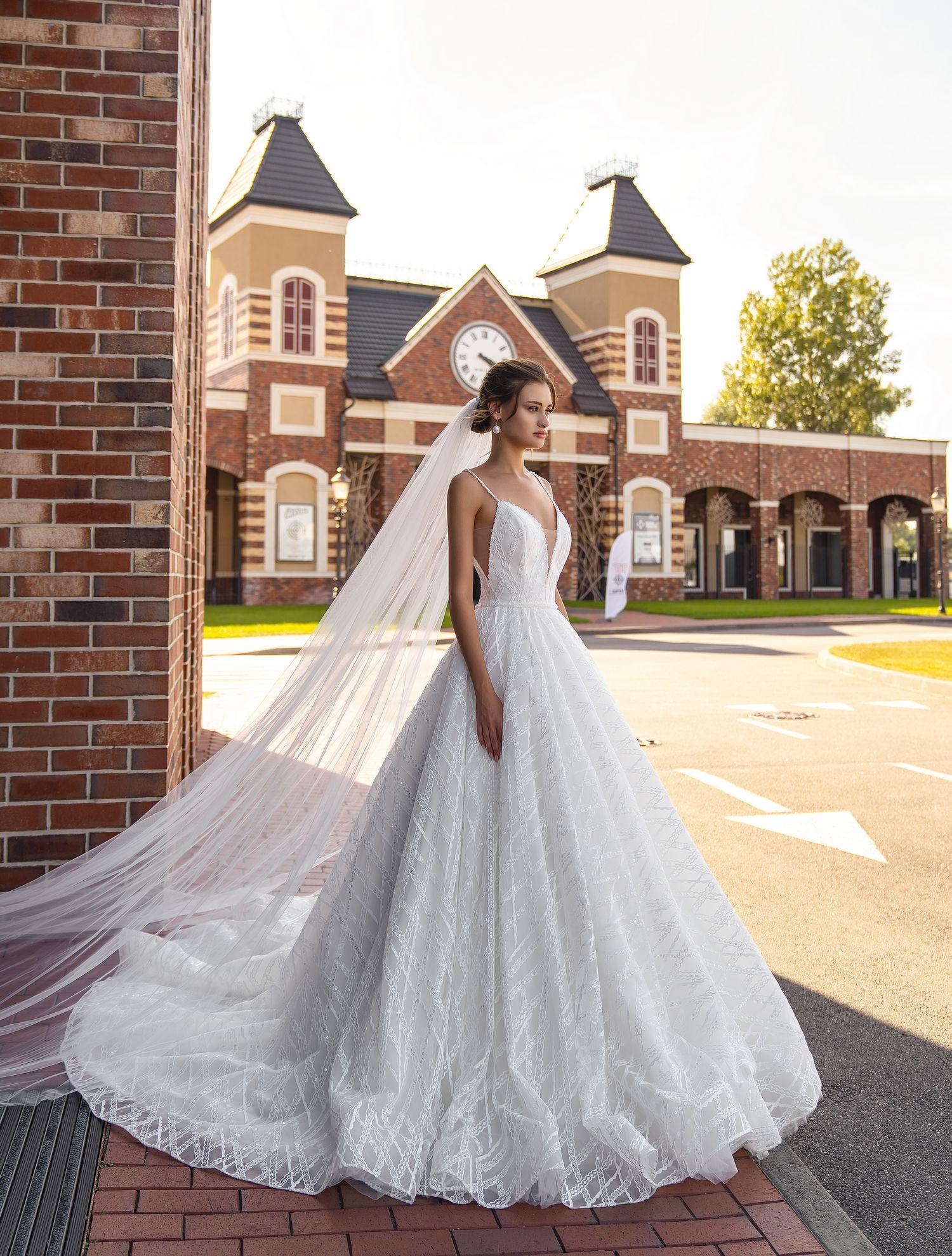 O rochie de mireasă magnifică pe bretele en-gros de la Silviamo-1