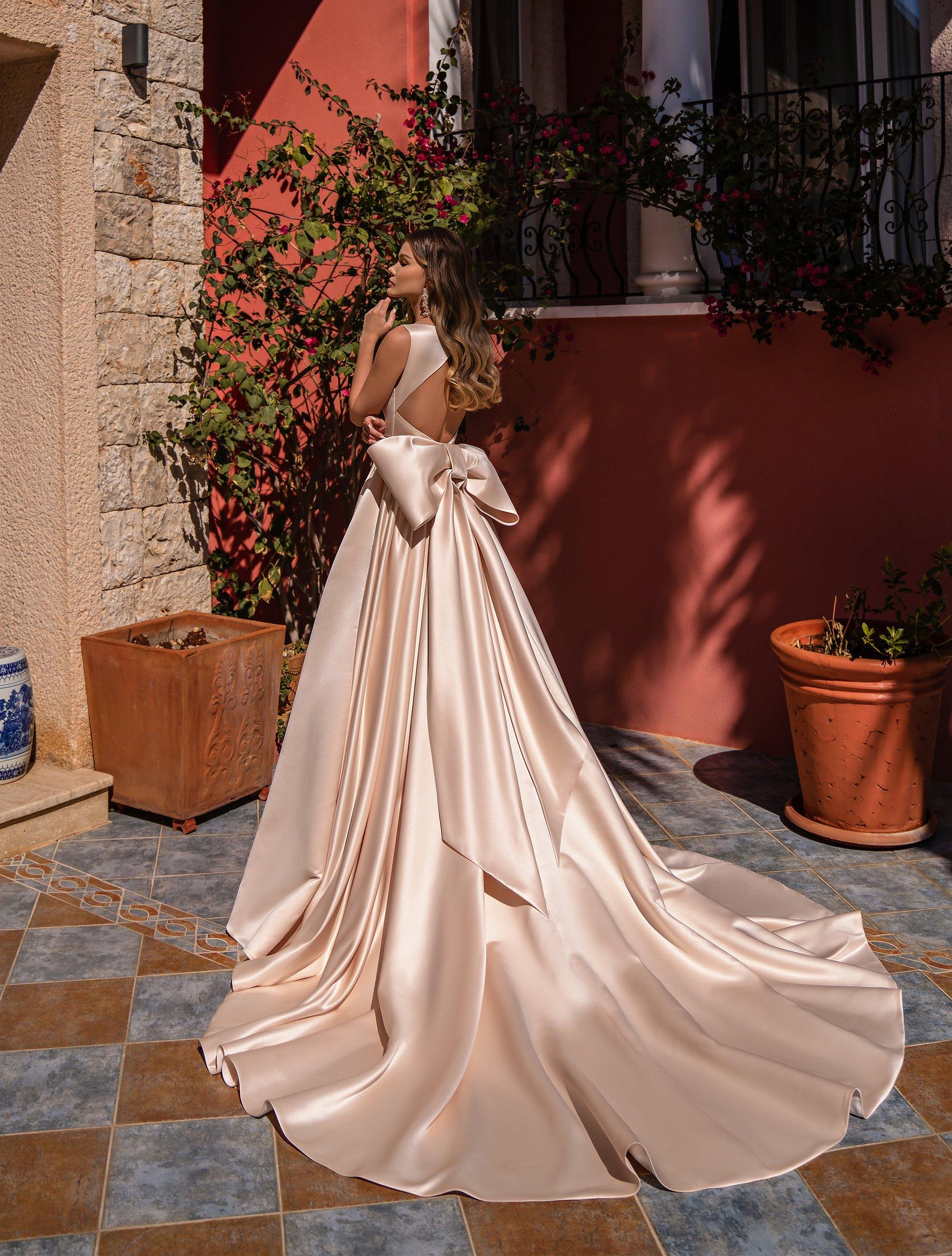 Rochie de mireasă în stil minimalist de la Supernova-1