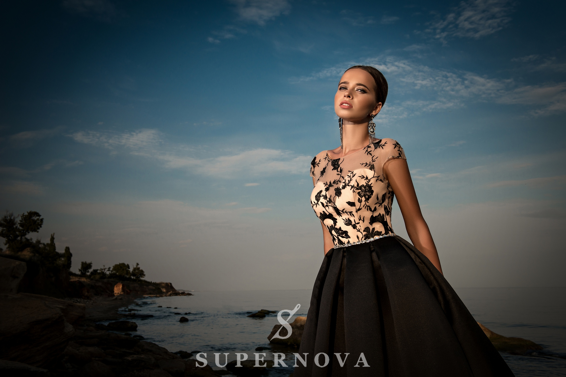 Evening dress with belt of jewels-1