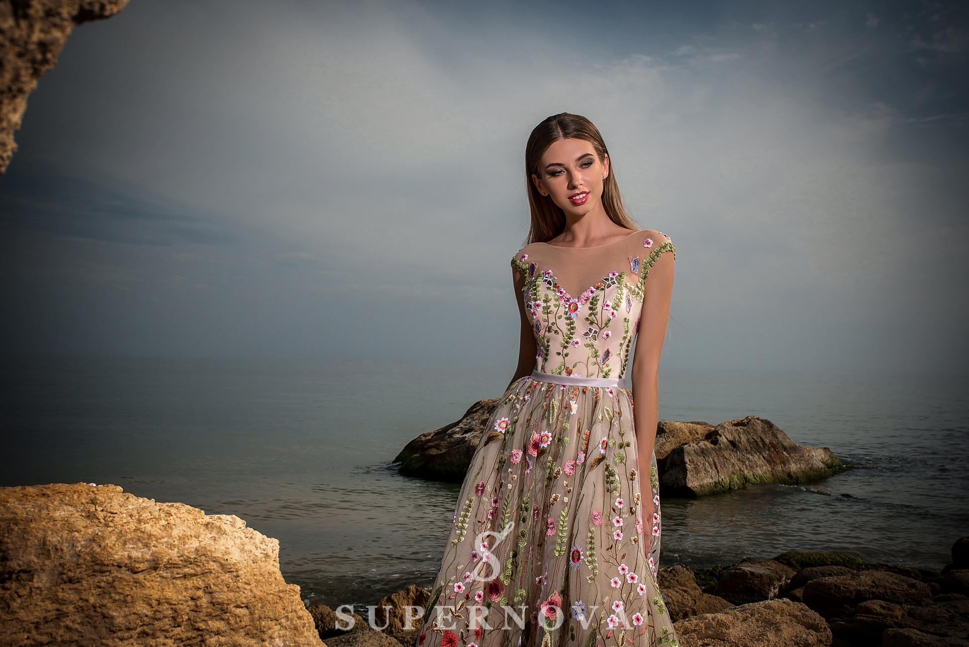 Вечернее платье длины «миди»-1