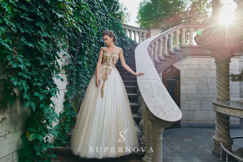 Rochia de seară cu corsetul brodat cu paiete de aur și fustă bufantă angro. La producător Super Nova.-1
