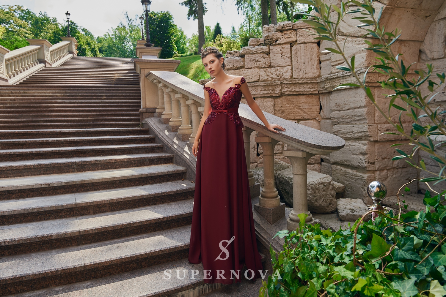 Evening dress with a lace corset on the yoke from the Super Nova company.-1