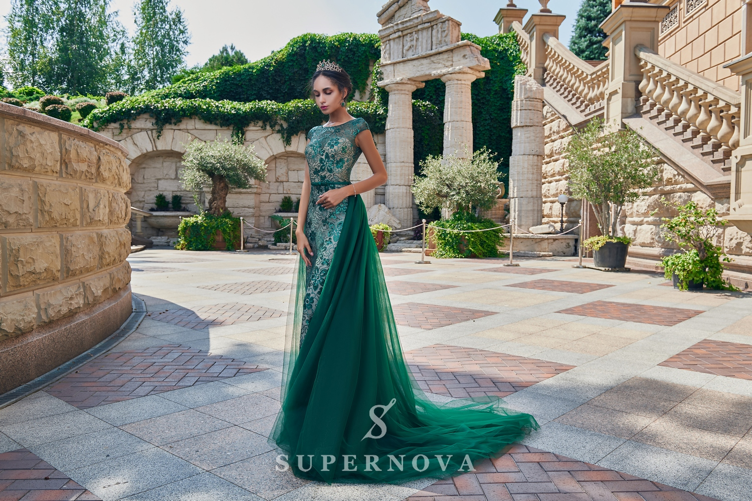 Guipure evening dress with a removable train on wholesale from Super Nova.-1