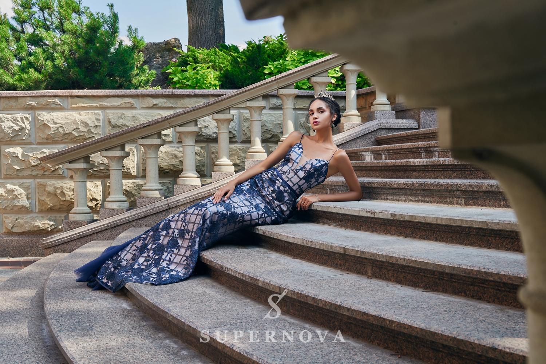 Приталенные вечерние платья из гипюра с пайетками от SuperNova.-1