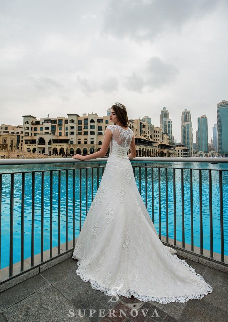 V-shaped neckline wedding dress-3