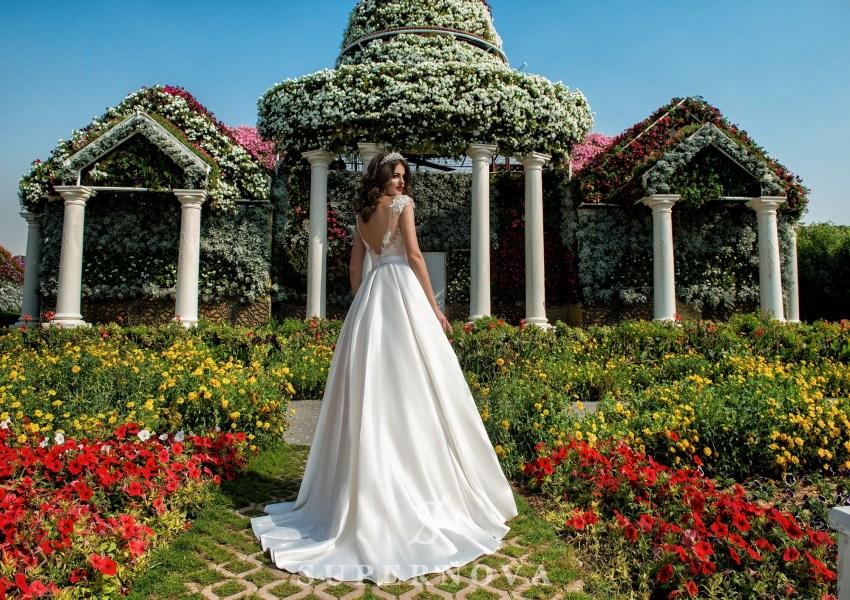 Весільна сукня з аплікаціями-2