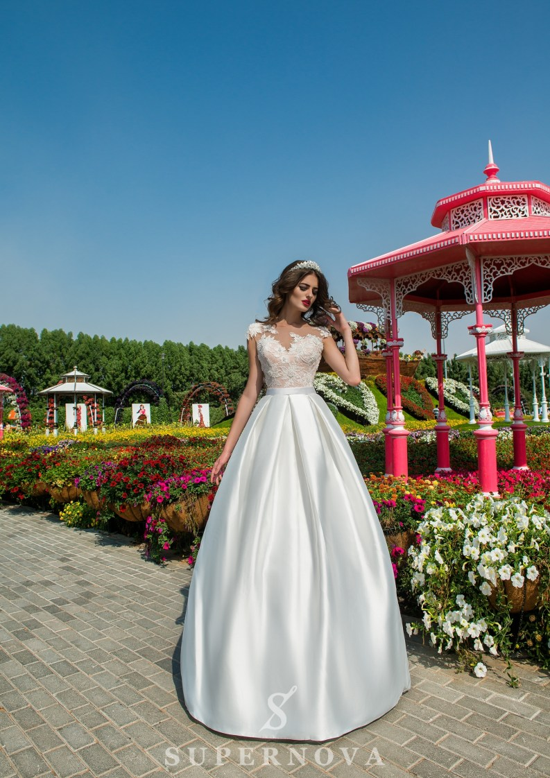 Wedding dress with appliques-3