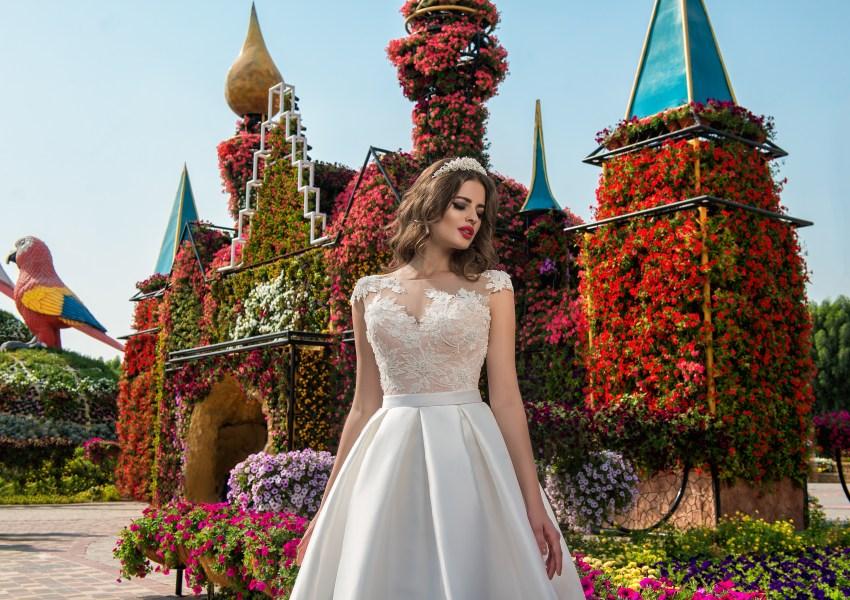 Весільна сукня з аплікаціями-4
