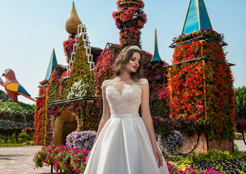 Wedding dress with appliques-4