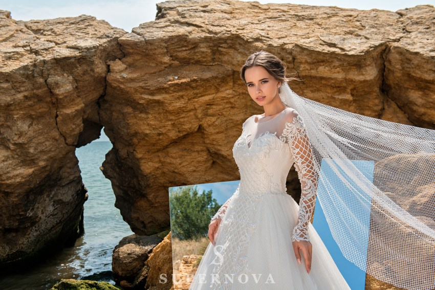 Wedding dress with low line of sleeves SN-026-PALOMA