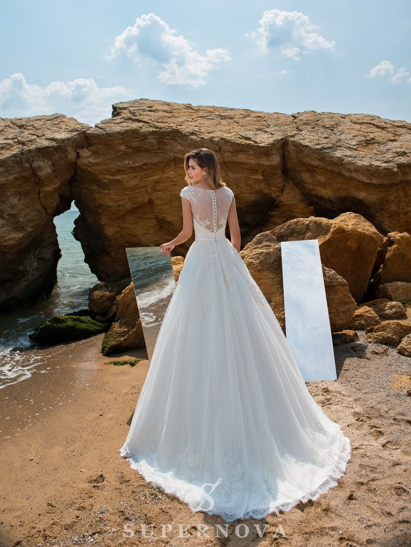 Wedding dress on a yoke with closed shoulders-4