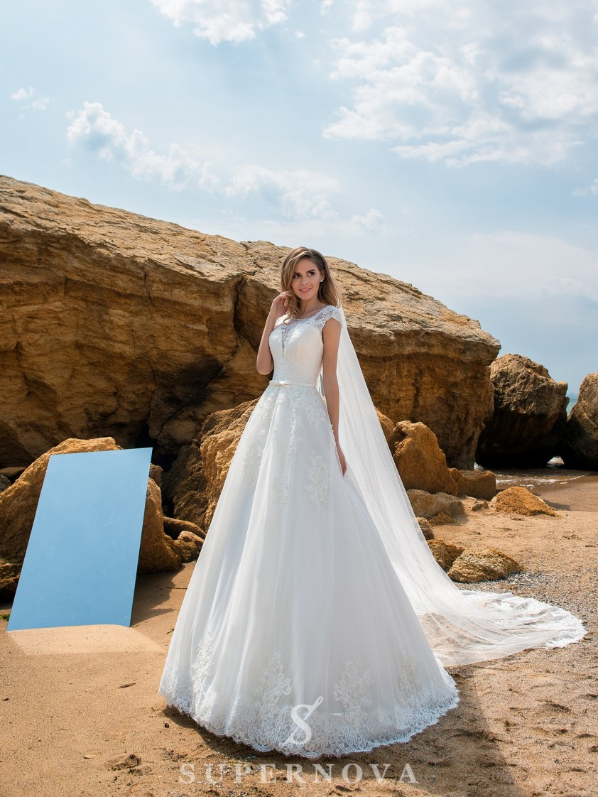 Wedding dress on a yoke with closed shoulders-2