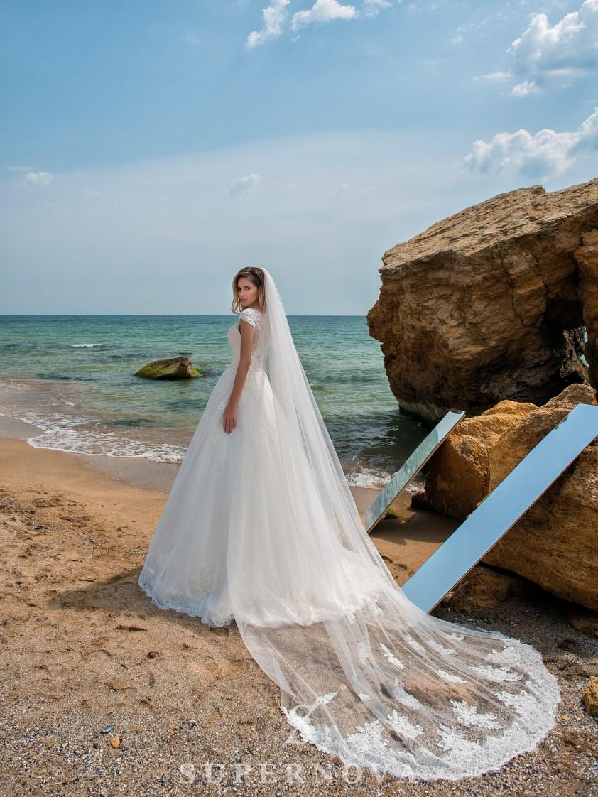 Свадебное платье на кокетке с закрытыми плечами-5