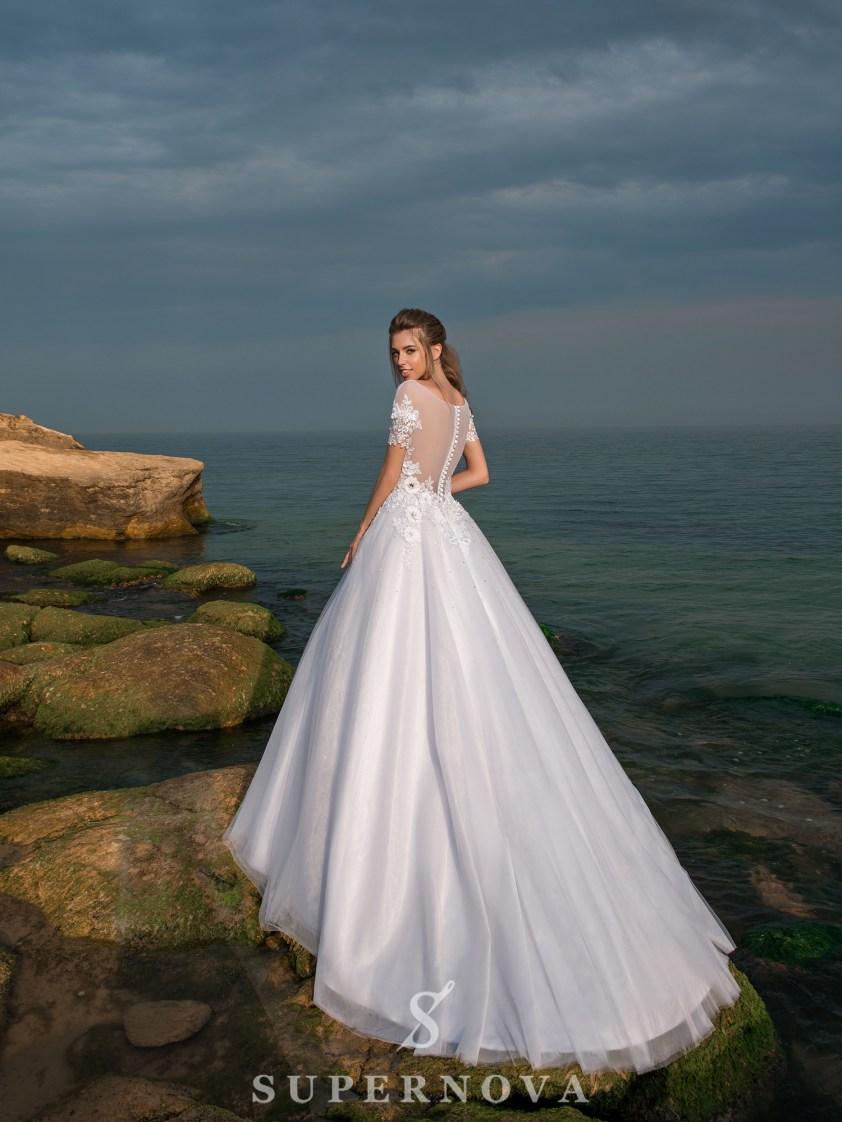 Весільна сукня з короткими рукавами і пишною спідницею-3