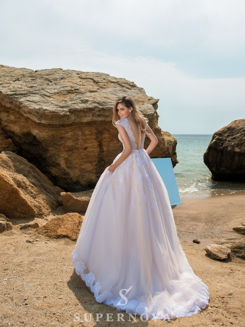 Wedding dress with soft bodice and puffy skirt-3