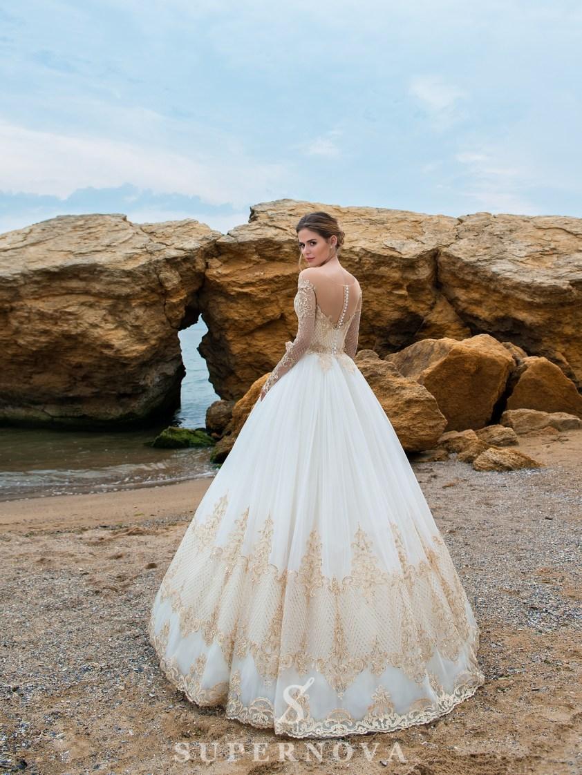 Cвадебное платье с длинными рукавами и пышной юбкой-3