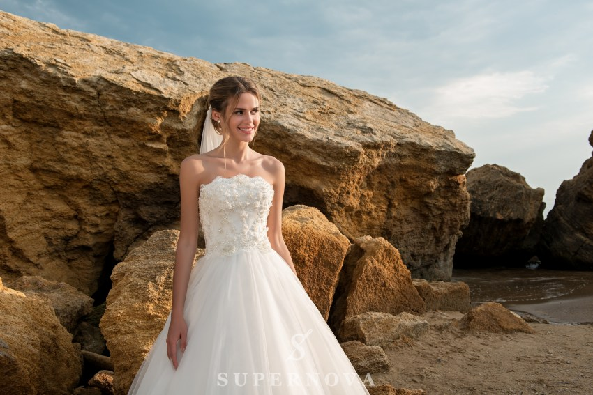 Wedding dress with open shoulders and lush skirt SN-038-PEPITA