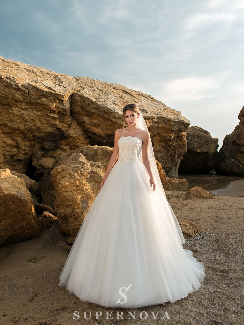 Wedding dress with open shoulders and lush skirt-2