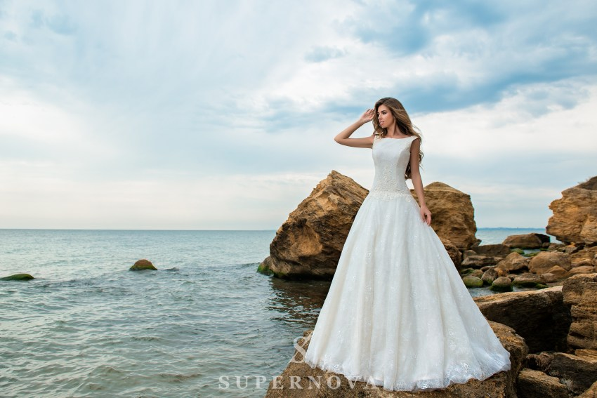 A-line wedding dress with an elongated bodice SN-040-POLLY