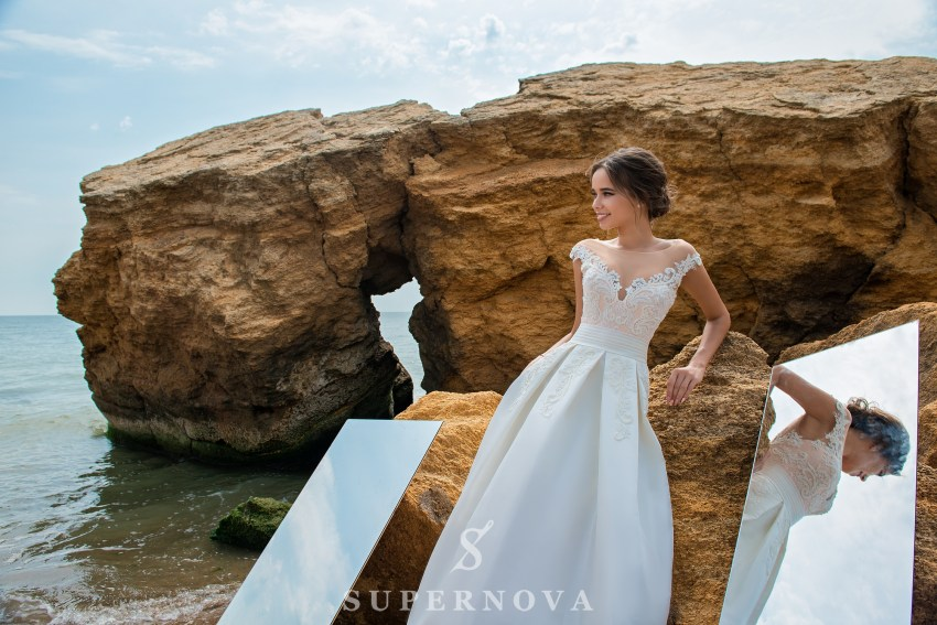Wedding dress with bodice on a yoke SN-046-PATSY