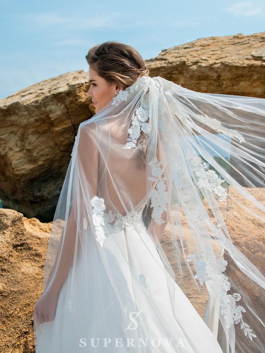 Rochie de mireasă cu un corset moale-4