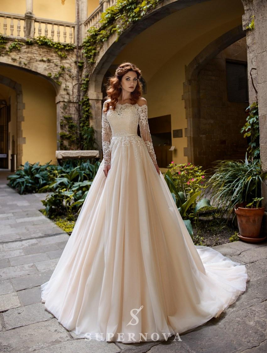 Пишна весільна сукня з ажурними рукавами