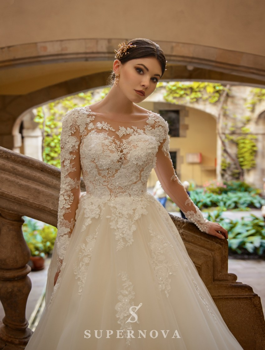 Lush wedding dress embroidered with flowers from SuperNova-3