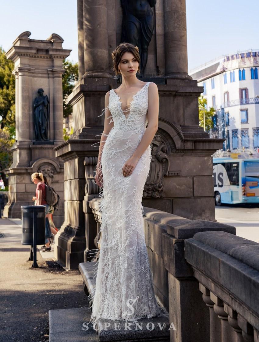 Весільна сукня годе з пір'ям
