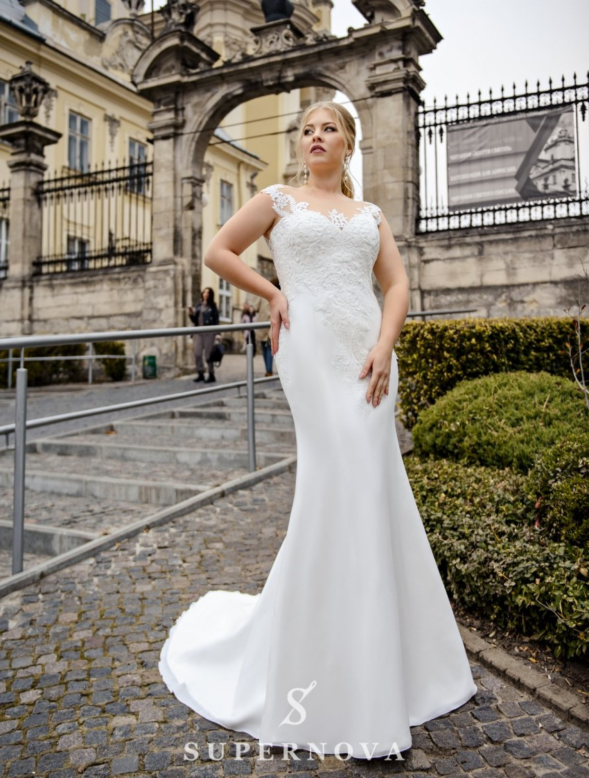 Plus size well-fitting wedding dress on wholesale from SuperNova-2