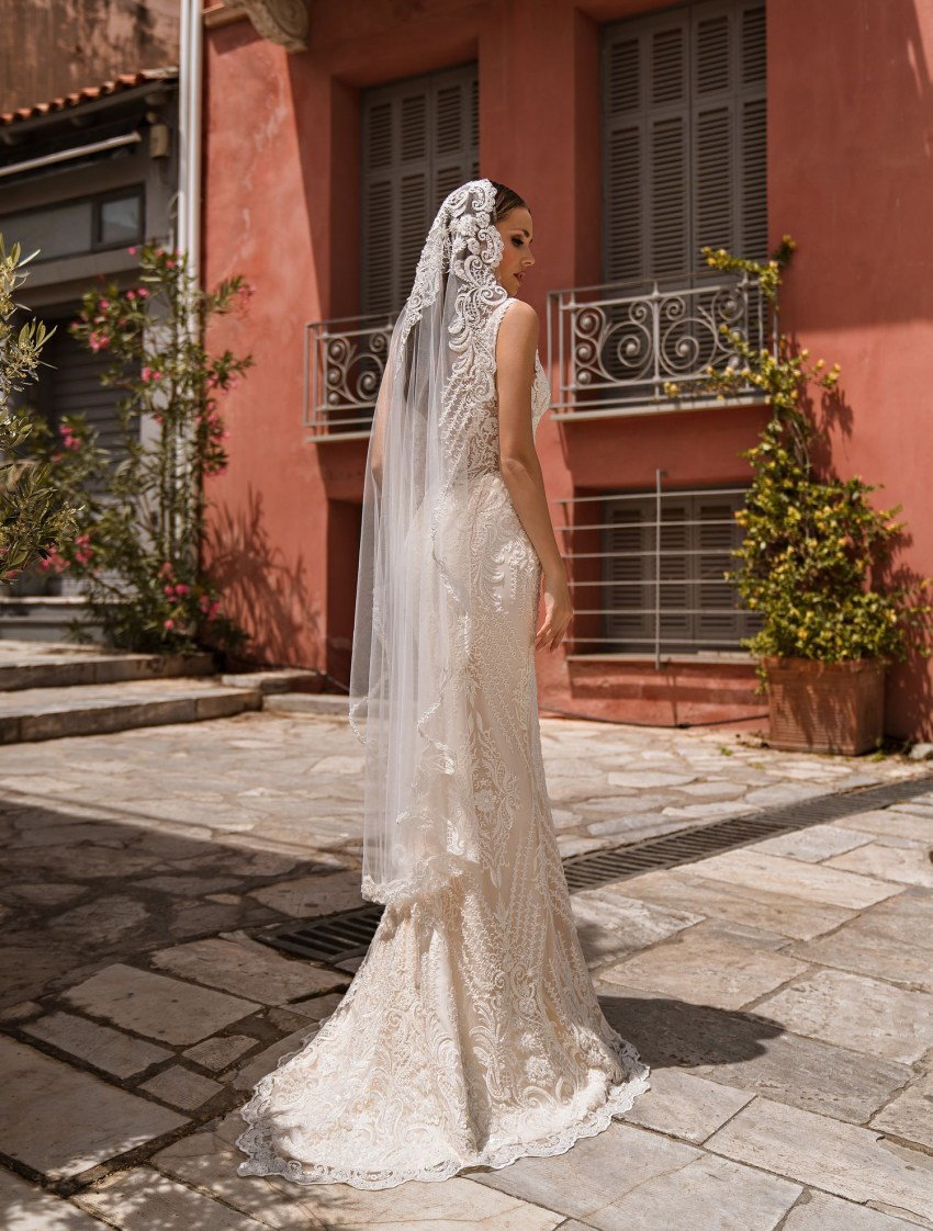 Wedding dress with low-cut neckline wholesale from manufacturer Supernova-7