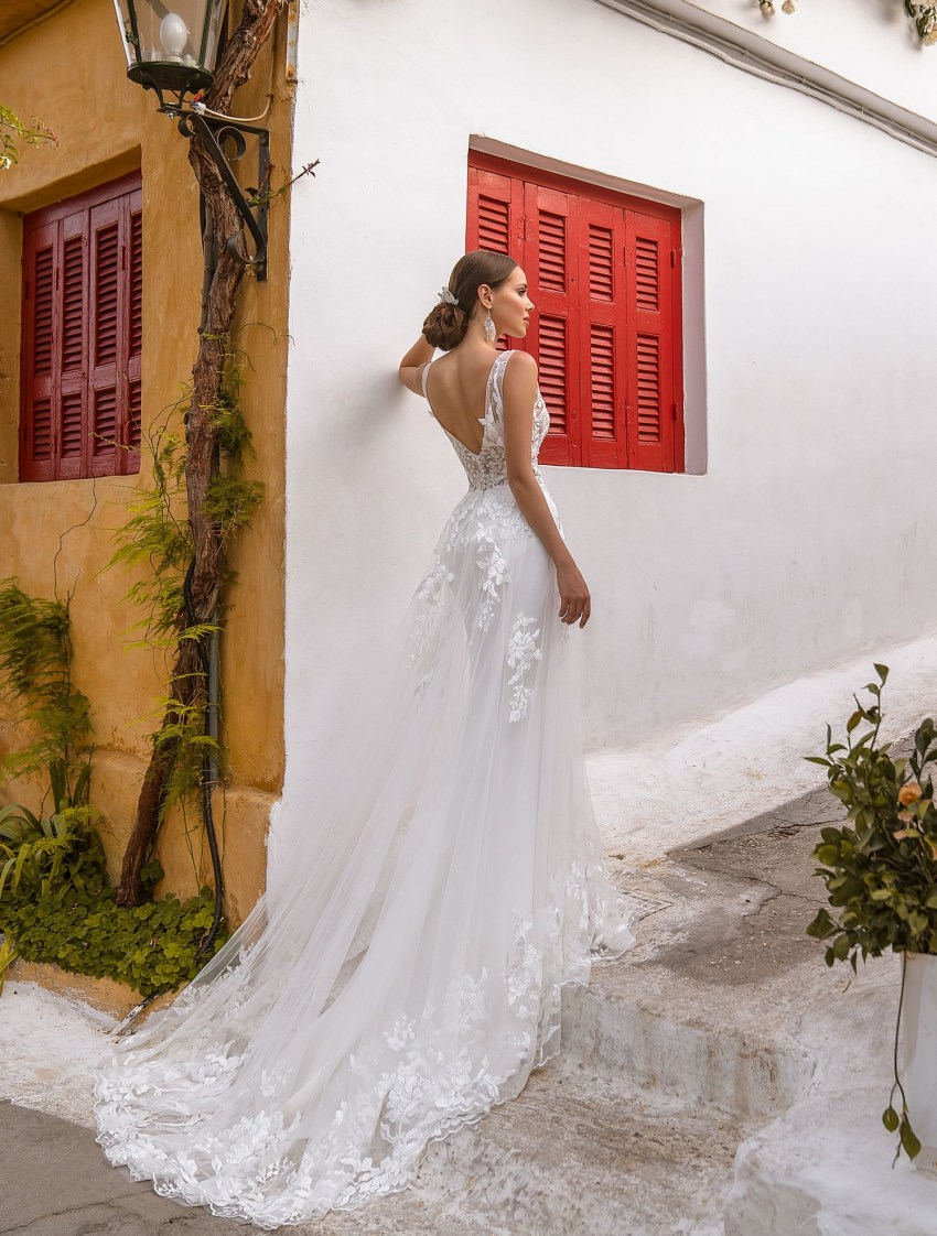 Wedding dress with V-neck on the back wholesale from Supernova-7