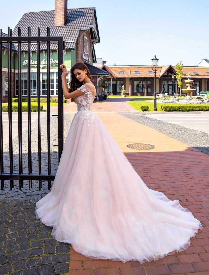 Весільна сукня з драпіруванням на ліфі оптом від Supernova-6