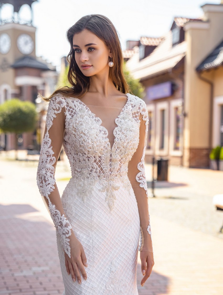 Form-fitted guipure wedding dress wholesale from Supernova-5