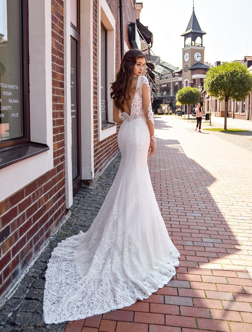 Form-fitted guipure wedding dress wholesale from Supernova-6