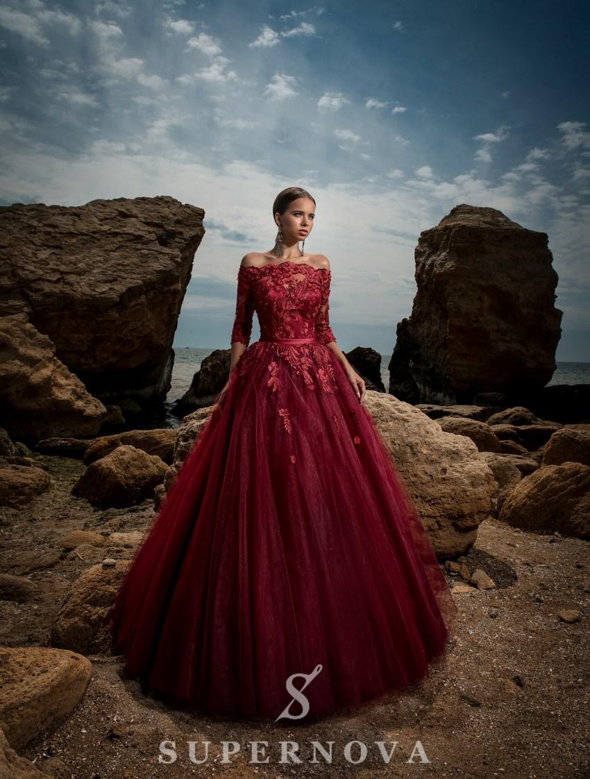 Вечернее платье с открытыми плечами-2
