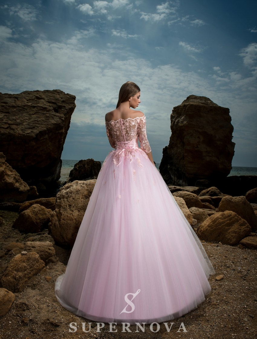 Вечернее платье с открытыми плечами-4