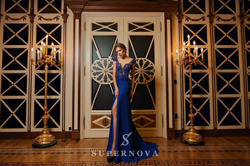 Evening dress with a slit and a lace corset on wholesale from Super Nova. VN-028