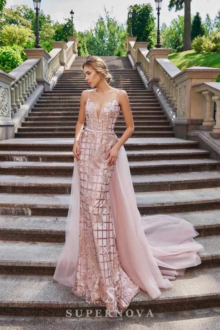 Приталенные вечерние платья из гипюра с пайетками от SuperNova.-2